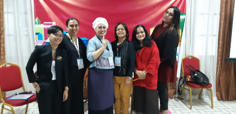 Chi Laigo-Vallido and Diana Mendoza with Samira Gutoc, Juman Kevin Tindo, Niq Maravillas and Bagui-based journalist Marilou Guieb